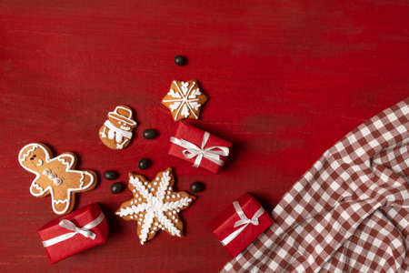 Set Festive New Year Biscuits, Gifts and Snowflake on Red Wooden Background Banco de Imagens - 160734176
