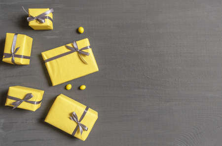 A Lot of Yellow Gift's Boxes on the Gray Wooden Background, top view. Banco de Imagens - 160708849