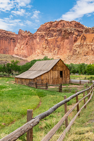 Pendleton-Jorgenson-Gifford Barn in Capital Reef National Park, Utah Banque d'images