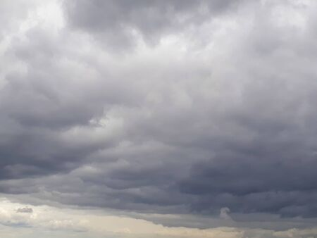 Low gray northern sky with melting clouds. Clouds, atmosphere, bad weather. Cloudy, humid. It's going to rain soon. Фото со стока - 150191490