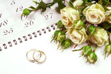 weddingrings: Couple of Weddingrings on Calender with Roses
