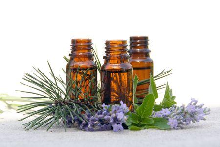 Aroma therapie aroma-olie in glazen flessen met lavendel, Pine en Mint