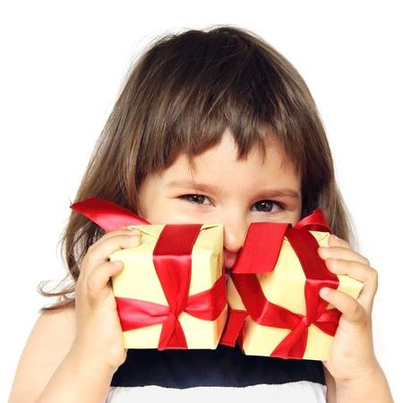 Gelukkig meisje bedrijf geschenken in haar handen