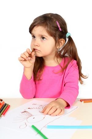 Meisje Denken dan tekenen op White