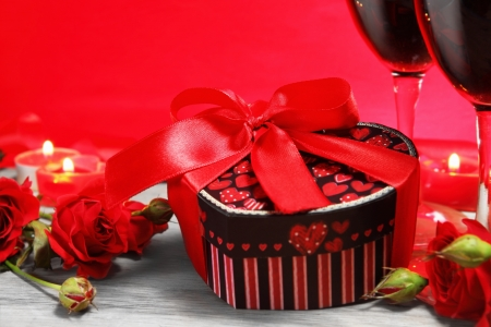 Valentine Gift Box Heart Shape met Wine and Roses