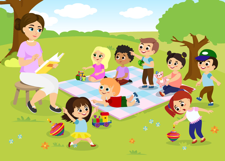 Ilustracja wektorowa zajęć dla dzieci na obozie letnim, dzieci bawiące się w parku, nauczyciel czyta książkę dla szczęśliwych dzieci w stylu cartoon płaskie.