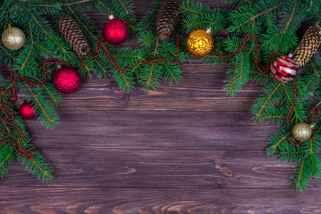 Christmas tree with decoration on a dark wooden background. View from above. Place for an inscription. New Year. Christmas Imagens