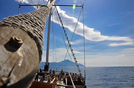 The mast of the ship, which goes to Mount Athos on a background of the blue sky