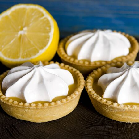 Lemon Meringue Pie. Small Lemon Meringue Pie Dessert Shortcrust Pastry with Lemon Custard Filling and Fluffy Meringue Topping Isolated on a white background. Selective focus. Banque d'images - 128617257