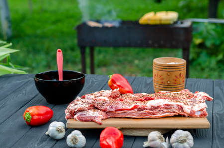 Fresh pork ribs in marinade lie on a chopping board before grilling Stockfoto