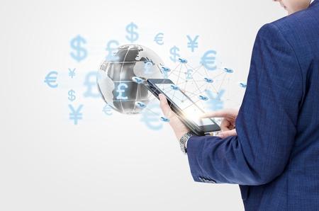 Homme d'affaires travaillant avec une équipe d'ordinateur mobile sur le marché financier mondial. Banque d'images - 70364190
