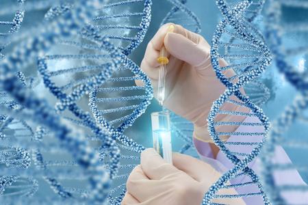 DNA-onderzoek met een monster. Hand met een reageerbuis op een achtergrond van DNA. Stockfoto