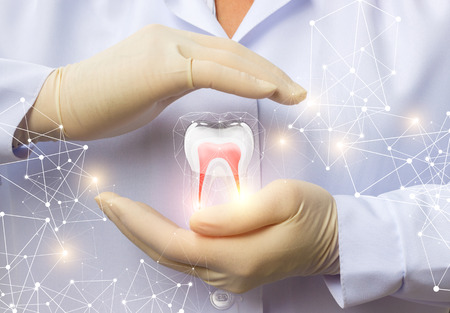 whiten: Support dental health. The doctor, with a gesture of protection of the tooth.