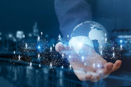 Globales Business-Netzwerk in der Hand auf einem unscharfen Hintergrund