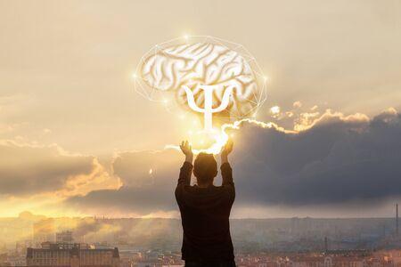 정신 연구의 개념. 여자는 심리학의 신호로 뇌에 손을 내밀었다.