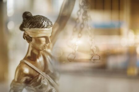 The concept of justice and legality. Sculpture of Themis on blurred background. Banque d'images - 129545676