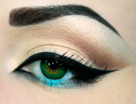 descriptive color: Beautiful eyes