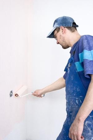 platen: house painter dyes wallpaper by platen
