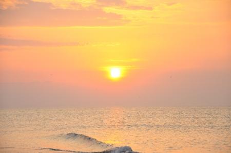 water s edge: alba in riva al mare