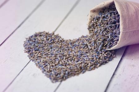 Hart gemaakt van droge lavendel. Conceptliefde, valentijn