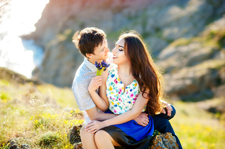 Love story, portrait of young couple. Beautiful young loving couple hugging in nature. The concept of good mood Stockfoto