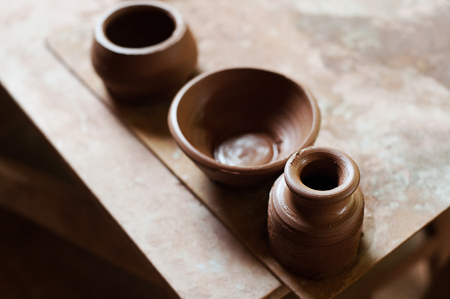 Handcrafted on a potters wheel,Hands make clay from various items for home and sale in the store and at the exhibition, ceramic items are made in hand, the clay billet becomes a ceramic dish Stockfoto