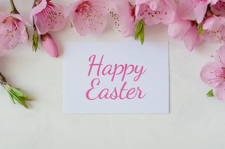 Easter background with a bouquet of spring flowers and the inscription happy Easter . Festive Easter card Stockfoto