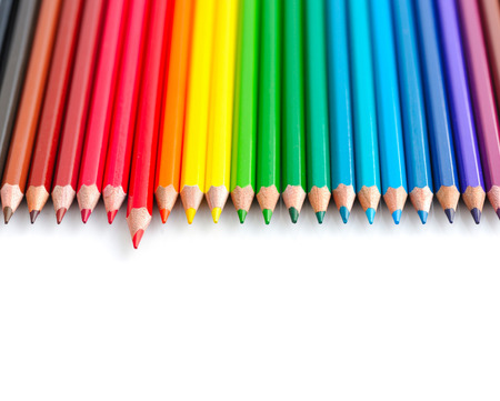 Kleur potloden geïsoleerd op een witte achtergrond close-up Stockfoto