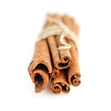 cannelle: Cinnamon Sticks on white