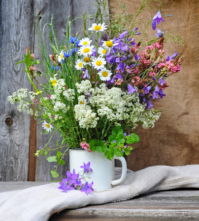 Beautiful bouquet of bright wildflowers Banque d'images
