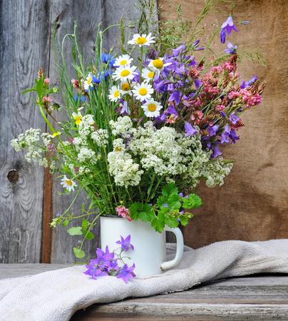 Beautiful bouquet of bright wildflowers Stockfoto
