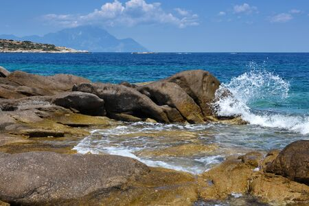 Beautiful seascape with stones and translucent blue water Zdjęcie Seryjne