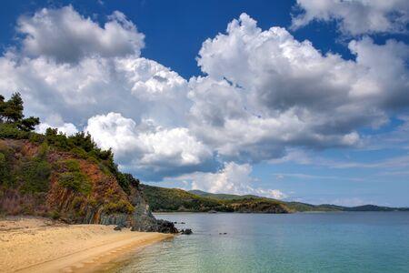 Beautiful seascape with beach, rocks and clear transparent water Zdjęcie Seryjne