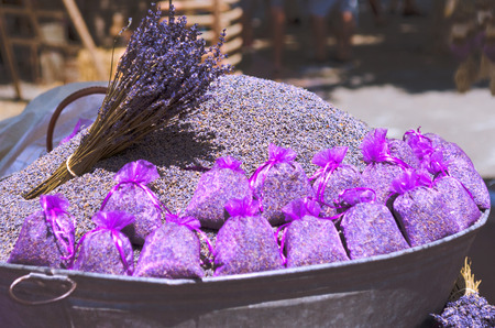 乾燥ラベンダー プロバンス、France.Lavender 花と袋で市販の袋には、市場で乾燥したラベンダーでいっぱい。ラベンダーの種を袋に乾燥ラベンダーの花