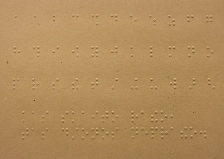 Puntos de Braille de lectura - sin ver, de cerca de alfabeto braille photo