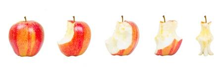 Colección de la manzana roja en etapas diferentes consumación, aislados en fondo blanco, manzana roja sobre fondo blanco,