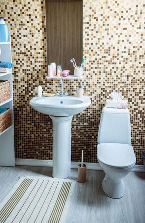bathroom with toilet and sink Reklamní fotografie - 133387018