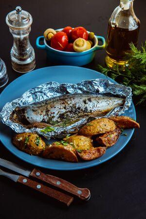 baked mackerel in foil in the oven Reklamní fotografie - 136253644