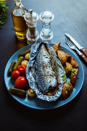 baked mackerel in foil in the oven Standard-Bild