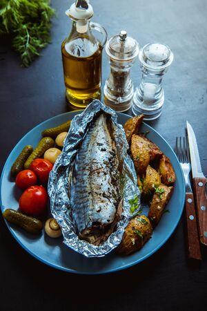 baked mackerel in foil in the oven Reklamní fotografie
