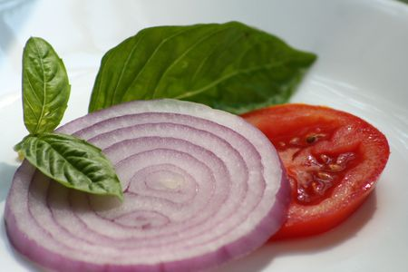 overeating: vegetables: red onion,tomato