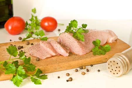 filé de peito de frango cru, legumes e especiarias Banco de Imagens - 15965647