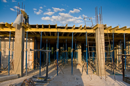 Building under construction. Use of formwork systems in construction Banque d'images