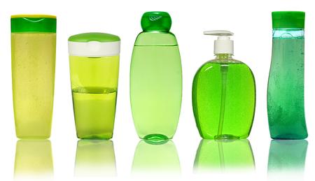 champ�: Botella cosm�tica cerrado o Higiene Pl�stico De Gel, jab�n l�quido, loci�n, crema, champ�. Aislado En Fondo Blanco.