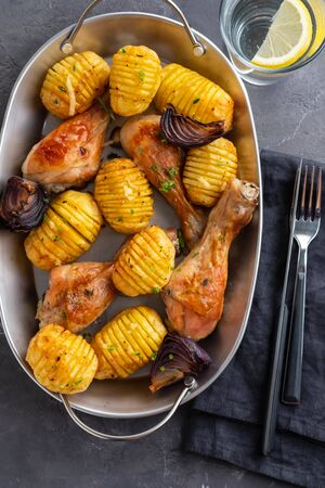 Barbecued chicken leg with boiled potatoes and vegetables Stockfoto