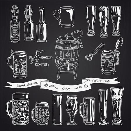 벡터 맥주 안경 및 병 아이콘의 컬렉션입니다. 손으로 그린 맥주 안경, 맥주 병 및 맥주 술 통 그림. 칠판 디자인.