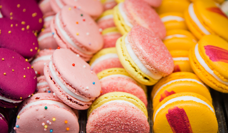 Bright beautiful macaroons with tender and flavorful cream. The contrast of colors and the ideal form, selective focus. 写真素材 - 122120607