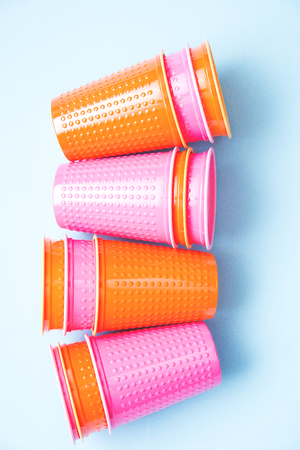 colored plastic cups stacks pink orange on blue background selective focus. 写真素材 - 122119927