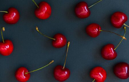 Juicy ripe cherries on a dark background. Selective focus. 版權商用圖片