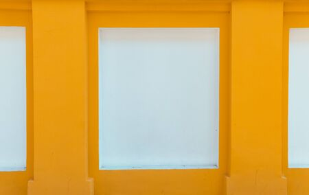 Street image of bright yellow and white wall. Selective focus. 版權商用圖片